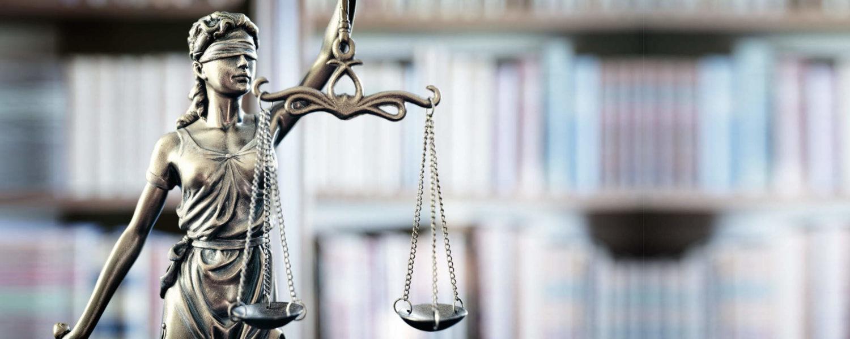Justicia Statue - bildlich für allgemeines Strafrecht
