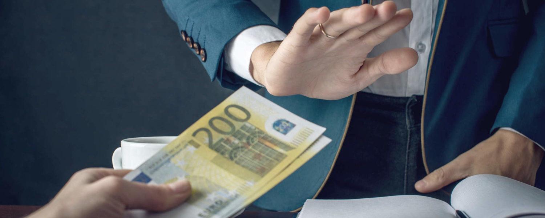 Ablehnen von Geldzuwendung - bildlich für Wirtschaftsstrafrecht